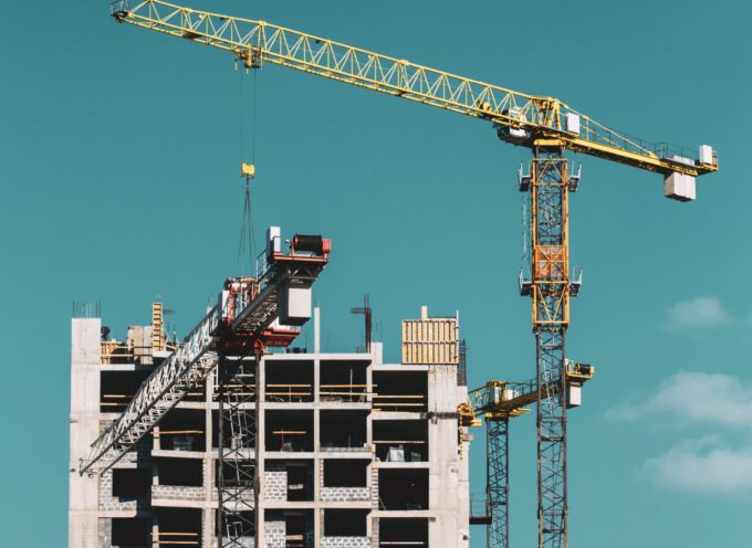 construction-crane-is-involved-in-construction-of-DSJG4BY (2)